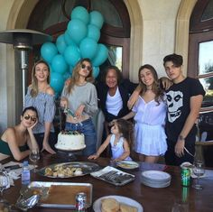 Gigi Hadid Gets Birthday Wishes from Taylor Swift, Kendall Jenner, & More!: Photo Gigi Hadid is celebrating her birthday today (April and she is getting a whole lot of love from her celebrity friends! The model celebrated the special… Alana Hadid, Bella Hadid, Happy 21st Birthday, Birthday Weekend, Birthday Lunch, Sports Illustrated, Hadid Instagram, Kj Apa Riverdale, Yolanda Foster