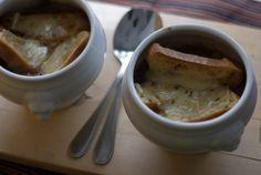 Sopa de cebola gratinada // Onion Soup