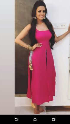 Sleeveless front cut and long side cut kurti Indian Fashion Dresses, Indian Gowns Dresses, Dress Indian Style, Indian Designer Outfits, Stylish Kurtis Design, Stylish Dress Designs, Stylish Dresses, Simple Kurti Designs, Kurta Designs Women