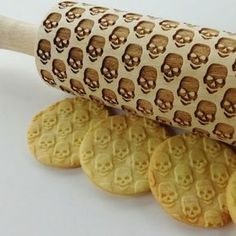 The embossing rolling pins can be a part of your kitchen or engraved keepsakes. They make a unique and touching gift. Perfect for Halloween, birthdays, house-warming, Christmas or special occasion. They can even be given out as wedding favors for bridesmaids, groomsmen or couples.