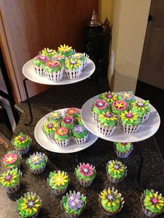 Welcome Spring....cupcakes with fondant flowers.