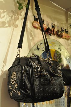 Really cool Purse. Check the detail - http://crisantemo.co/product-category/accessories/