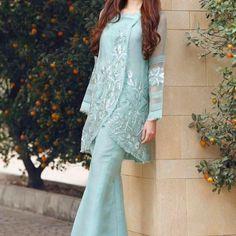 41 Fashionable Muslim Pakistani Outfit For Eid Mubarak - VIs-Wed Pakistani Formal Dresses, Pakistani Dress Design, Pakistani Outfits, Indian Dresses, Pakistani Bridal, Eid Outfits, Bridal Outfits, Stylish Dresses, Casual Dresses