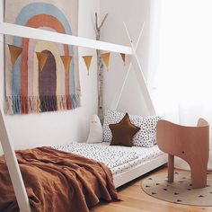 🇬🇧 Amazing room with a natural touch. Elephant stool from EO, Round carpet Ferm Living, Pillow star and garland Numero ghost pillow Fabelab. Toddler Rooms, Toddler Bed, Kids Rooms, Room Deco, Bed Tent, Little Girl Rooms, Kid Spaces, Boy Room, Girls Bedroom