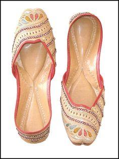 Schöne Punjabi Khussa Schuhe Trends in Asien - Neueste Designs (19)