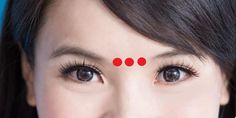 An extraordinary Japanese technique makes your eyes look younger – you only need a minute – The World Massage Dos, Face Massage, Beauty Corner, Facial Exercises, Les Rides, Crows Feet, Massage Techniques, Look Younger, Tips Belleza