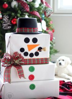 15 Elegant Christmas gift wrapping ideas that will charm your family and friends. 15 Creative Christmas gift wrapping ideas family and friends will love Creative Christmas Gifts, Teenage Girl Gifts Christmas, Diy Holiday Gifts, Easy Diy Gifts, Christmas Gift Wrapping, Christmas Crafts, Christmas Decorations, Christmas Ornaments, Christmas Ideas