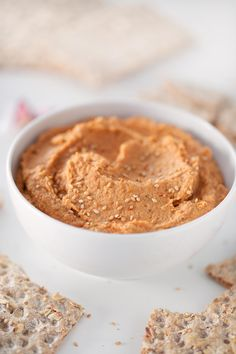 This 5-minute lentil dip is so tasty and really smooth. Eat it with some crudités, bread or tortilla chips or use it to make delicious sandwiches or toasts.