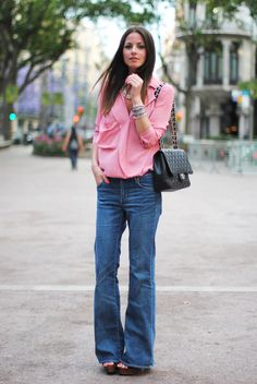 Bag: Chanel, Clogs: Uterqüe, Jeans: H & M, Shirt: Style By Marina, Bracelet: Style By Marina, Necklace: Style By Marina