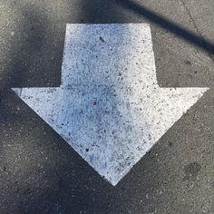#Oakland #curb #gutter #arrow #errantarrows #asphaltart #lineart #urban #urbanist #urbanarcheology #pavement #hardscape #streetart #modern  #accidentalart #abstractart #abstract #art  #lookdown #unintentionalart #unexpectedart #learnminimalism #minimalist #minimal #uniminimal #asphaltography #roadart #streetmarkings #parkinglot