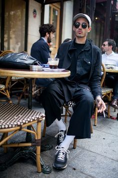 They Are Wearing: Paris Men's Fashion Week Spring 2017 Modern Mens Fashion, Mens Fashion Week, Dope Fashion, Fashion Tips For Women, Urban Fashion, Fashion Trends, Spring Fashion 2017, Street Culture, Men Street