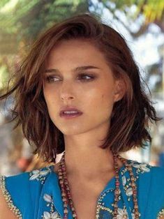 Gradient dipping square: Natalie Portman and her dipping square, Hair Cut Bob Style Haircuts, Classic Bob Haircut, Line Bob Haircut, Wavy Bob Hairstyles, Haircut Short, Messy Bob Haircut Medium, Messy Bob Haircuts, Trendy Hairstyles, Wedding Hairstyles