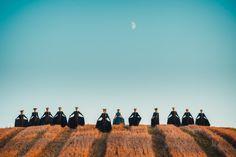 Fotogrāfs izveido drosmīgu tautas deju kolektīva fotosesiju. Grandiozi skaisti!