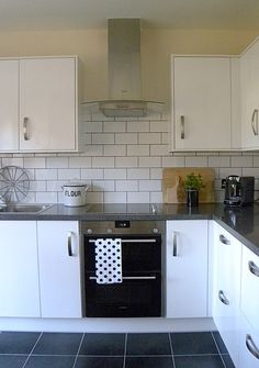 Metro Tile Kitchen white subway tile with contrasting dark grout, hightlights each