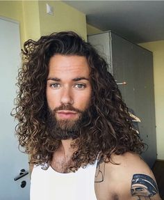 New hair men curly pictures Ideas Mens Medium Length Hairstyles, Boys Long Hairstyles, Haircuts For Curly Hair, Curled Hairstyles, Haircuts For Men, Long Curly Hair Men, Medium Hair Styles, Long Hair Styles, Beautiful Long Hair