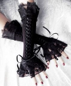 Cities in Soot Corset Arm Warmers Laced Up - Black Ribbon & Ruffled Lace - Steampunk Gloves Victorian Bridal Pirate Dark Rococo Gothic Goth Gothic Outfits, Edgy Outfits, Mode Outfits, Pretty Outfits, Gants Steampunk, Steampunk Gloves, Cosplay Outfits, Anime Outfits, Alternative Outfits