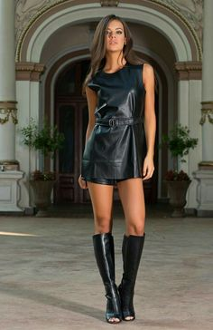 Sexy Spielanzug Trägerlos Strand Florale Overall Mini Vestidos, Tight Dresses, Sexy Dresses, Elegantes Outfit, Leather Dresses, Leather Skirts, Leather Outfits, Sexy Boots, High Boots