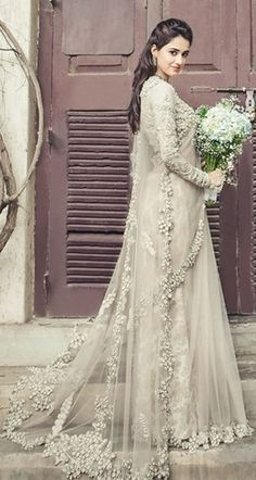 This article contains the best Indian wedding dresses. These dresses are stylish, fashionable and most importantly very unique. Pakistani Bridal, Bridal Lehenga, Pakistani Dresses, Indian Bridal, Indian Dresses, Indian Outfits, Indian Clothes, Desi Wedding, Wedding Veils