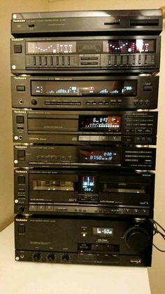 Sound comes in so many different places. Especially your favorite song. I want my wife heartbeat to be my favorite song. Home Theater Sound System, Home Theatre Sound, Hifi Music System, Audio System, Hifi Stereo, Hifi Audio, Audio Speakers, Technics Hifi, Jl Audio