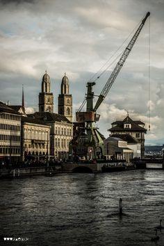 Hafenkran am Limmatquai. Zürich.