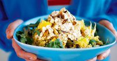 Bulgur är krossat vete med mycket fibrer. Vi blandar och smaksätter bulguren med curry, russin, fänkål, apelsin och kanel till god och smakrik sallad.