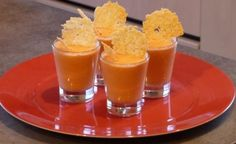 """750g vous propose la recette """"Mousse de tomate et tuile au parmesan"""" notée 4.1/5 par 13 votants."""