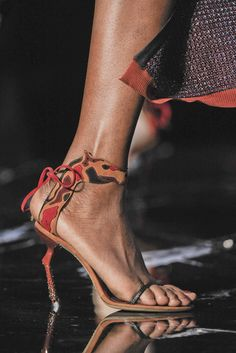 Louis Vuitton Spring 2011 Ready-to-Wear - Details - Gallery - Style.com