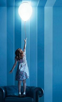 Estiluz balloon lamps take nursery lighting to new heights