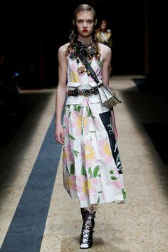 Prada Fall 2016 Ready-to-Wear Collection Photos - Vogue #Prada  #fashion  #Koshchenets