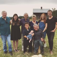 Sunday the was a day of celebration for the Little People, Big World couple Zach and Tori Roloff. They had an exciting reason to be all smiles and hap Tori Roloff, Jeremy And Audrey, Roloff Family, Red Hair Day, Little People Big World, 19 Kids And Counting, World Star, All Smiles, Reality Tv
