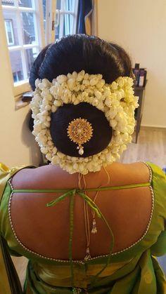 New Bridal Hairstyle, Bridal Hair Buns, Indian Bridal Hairstyles, Bun Hairstyles, Wedding Hairstyles, Wedding Day Makeup, Bridal Makeup Looks, Makeup Face Charts, Beautiful Buns