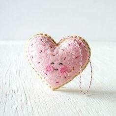 Heart-shaped felt cookie pattern - Trellis & Thyme