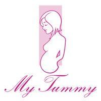 Odzież ciążowa My Tummy jest produkowana od początku do końca w Polsce. Dzianina, z której produkujemy koszulki ciążowe posiada Certyfikat Öko-Tex Standard 100, co oznacza że jest wolna od niebezpiecznych substancji i nie alergizuje. Nadruki wykonane są przy użyciu ekologicznych farb, które spełniają najwyższe standardy stosowane dla produktów dziecięcych.
