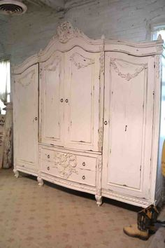 17 best ideas for furniture makeover wardrobe french provincial Cottage Chic, French Cottage, Shabby Cottage, Shabby Chic, Armoire Antique, French Armoire, Antique Wardrobe, Armoire Wardrobe, Vintage Wardrobe