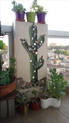 Mural Musaico - Mosaic - Cactus Ricardo Stefani perform this mural mosaic… Mosaic Garden Art, Mosaic Pots, Mosaic Wall Art, Mosaic Diy, Mosaic Crafts, Mosaic Projects, Tile Art, Mosaic Glass, Mosaic Tiles