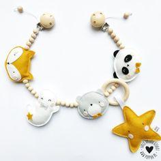 Maxi Cosi set - Oker Geel / Triangle - Cabrio Fix Yellow Nursery Decor, Baby Room Decor, Baby Crib Mobile, Baby Cribs, Baby Presents, Baby Gifts, Toddler Toys, Baby Toys, Diy Bebe