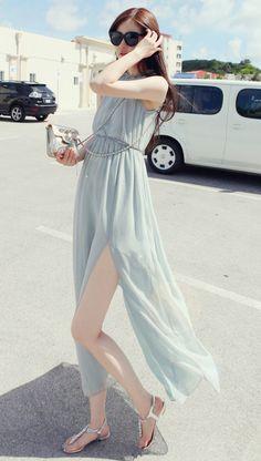 pretty dress, and love the fair skin too:)
