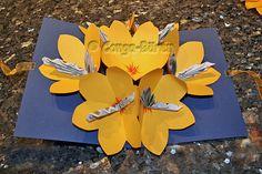 Pup-up Blumen-Geld-Karte. Ist zwar etwas aufwendig, aber es lohnt sich. Klickt aufs Bild.