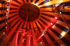 """Nos dias 16, 17 e 19 de dezembro, os alunos do projeto """"O Circo para Todos"""" apresentam os resultados das atividades desenvolvidas em 2013 nessa oficina. O espetáculo acontece no Circo Girassol na segunda e terça-feira, às 19h, e na quinta-feira, às 20h. A entrada é Catraca Livre."""