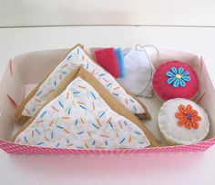 Sweets Felt Pretend Play Food Set cupcakes by MelsCreativeWishes