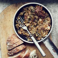 Bigos z młodej kapusty na żeberkach ~ Bigos, Polish Hunter's Stew. So easy to make, and low carb. Sauerkraut, bits of beef or pork, mushrooms! Polish Recipes, Polish Food, Hunters Stew, Good Food, Yummy Food, Awesome Food, Food And Thought, Hungarian Recipes, Good Enough To Eat