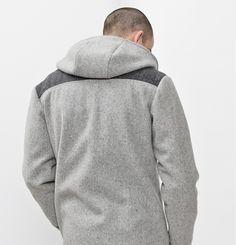 Manteau Philip Marilyne Baril 579.00 $  Le manteau Philip est un manteau de ville pratique et élégant pour hommes. Il a une fermeture à glissière au devant, 3 poches et un capuchon. Son tissu en melton est fabriqué au Québec. Ce modèle est offert en juste-à-temps.  80% laine 20% nylon Créé et fabriqué à Montréal. Nylons, Fibres, Hoodies, Sweaters, Collection, Fashion, Pockets, Custom In, City