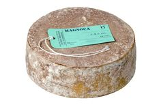MAGNOCA P.A.T. Formaggio magro, di breve stagionatura, a pasta semidura. Il 75-90% del latte di vacca utilizzato per questo formaggio viene scremato per affioramento. Di conseguenza, è magro. Uno dei pochi delle Alpi.