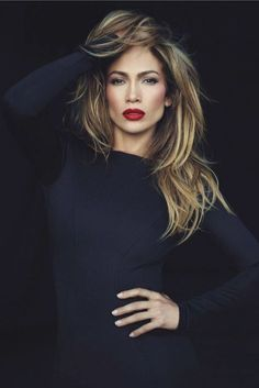 Jennifer Lopez looks like a vision in a new photoshoot, which accompanies a revealing interview in the December issue of Marie Claire . Cabelo Jenifer Aniston, Glamour, Marie Claire Magazine, Corte Y Color, Woman Crush, Hair Inspiration, My Hair, Beautiful People, Celebrity Style