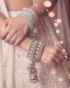 Our pick of the prettiest latest bangle designs and trends that real brides flaunted! Here's so many beautiful bangel designs for you to choose from! Indian Jewelry Earrings, Indian Jewelry Sets, Fancy Jewellery, Jewelry Design Earrings, Indian Wedding Jewelry, Indian Jewellery Design, Silver Jewelry, Fine Jewelry, Pakistani Jewelry