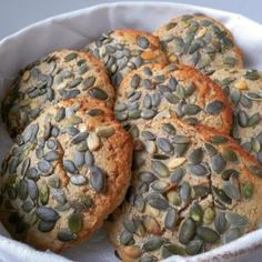 Favorit græskarkerneboller » Low-Carb brød til sandwiches, burgers mm. Lchf, Low Carb, Pulled Pork, Sushi, Sandwiches, Easy Meals, Muffin, Gluten Free, Herbs
