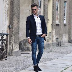 Best white shirt outfit ideas for men. white shirt, blazer, jeans, belt, suede chelsea boots click image to view more. Men's Fashion, Mens Boots Fashion, Mens Fashion Suits, Fashion Tips, Fashion Trends, Best White Shirt, White Shirt Men, Winter Fashion Casual, Casual Winter