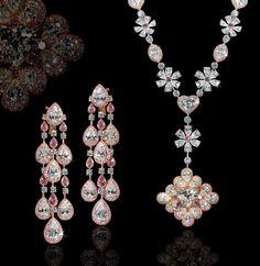 F Heart Shape Diamond in Pink & White Diamond Flower Motif Necklace. Modern Jewelry, Jewelry Art, Gold Jewelry, Vintage Jewelry, Fine Jewelry, Jewelry Design, Diamond Pendant Necklace, Diamond Necklaces, Necklace Set
