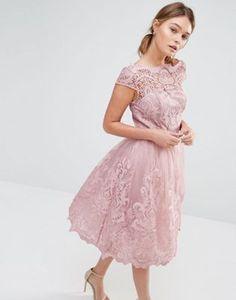 Кружевное платье для выпускного с широкой горловиной Chi Chi London Premium