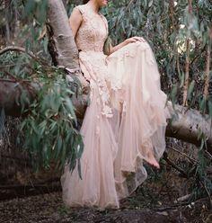 Lovely Creamy Pale Pink Lace And Tulle Gown Kleider, Romantische Kleider,  Brautkleid Fotos